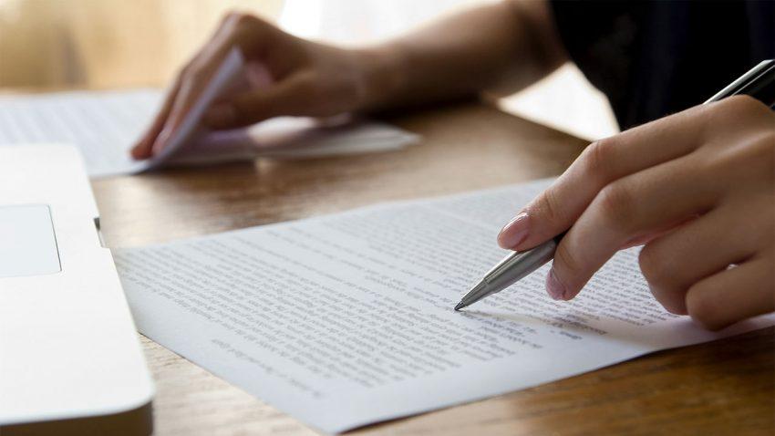 كيف تراجع الورقة البحثية ؟