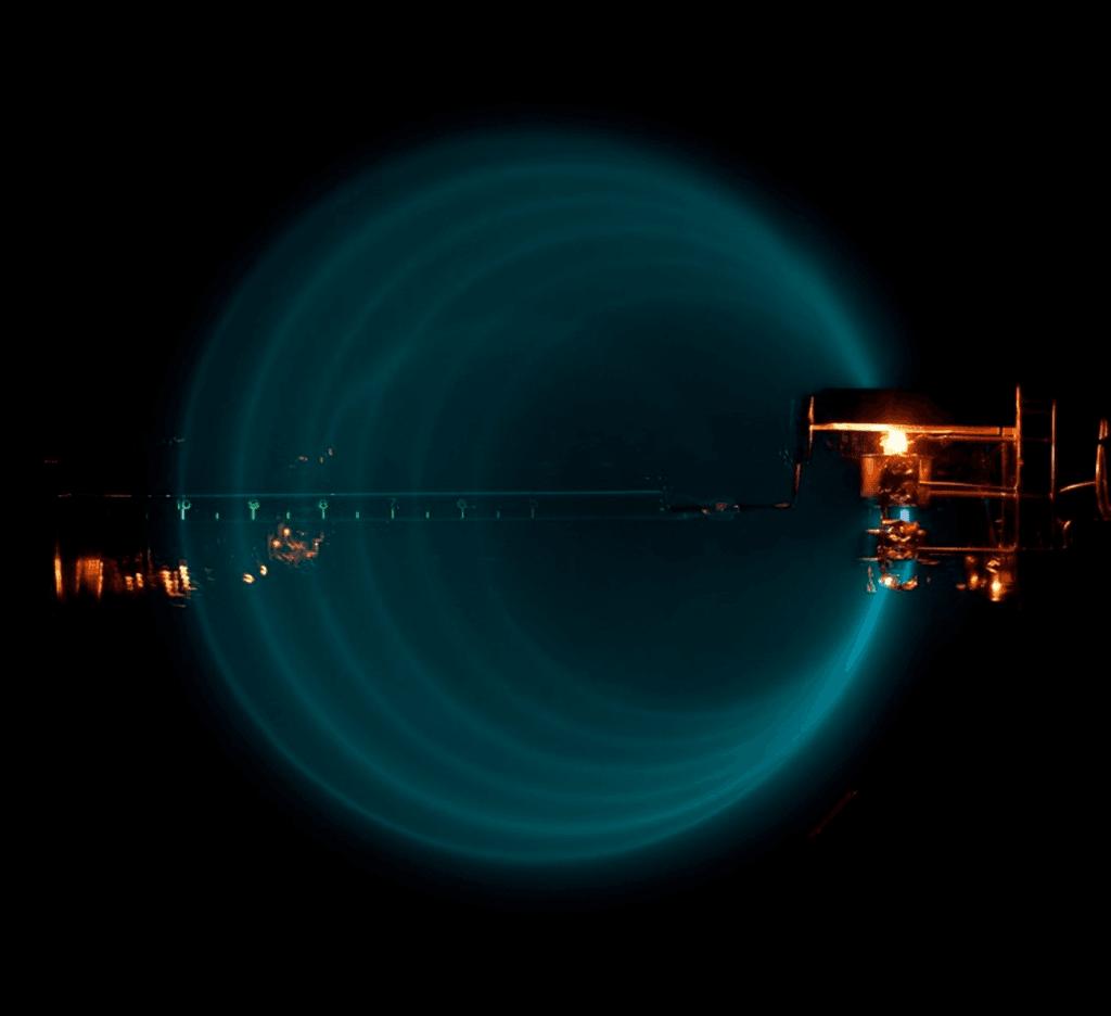 ما هي اللبتونات الإلكنترونات البروتونات النترونات الميون المادة جسيمات أولية الميونات والتايونات الكواركات القوة الكهرومغناطيسية الذرات