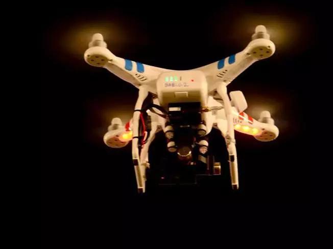 ما هي تقنية طائرات الدرون؟ - ما هو الدرون - كيف تعمل الطائرات بدون طيار - الطائرات الصغيرة المسيرة عن بعد - طائرة صغيرة للاستخدام الشخصي