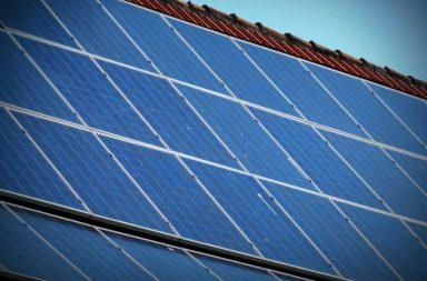 لماذا تكون الألواح الشمسية التابعة لمحطة الفضاء العالمية من ذهب بينما الألواح الشمسية على الأرض تكون زرقاء أو سوداء توليد الكهرباء