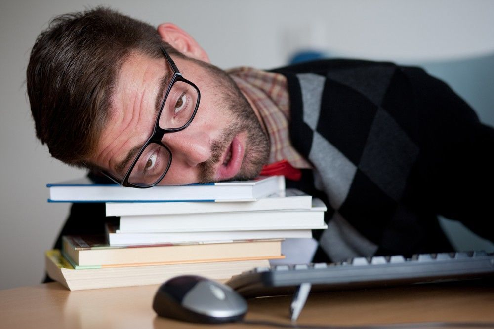 لماذا نشعر بالتعب دائمًا رغم حصولنا على عدد كافي من ساعات النوم ؟