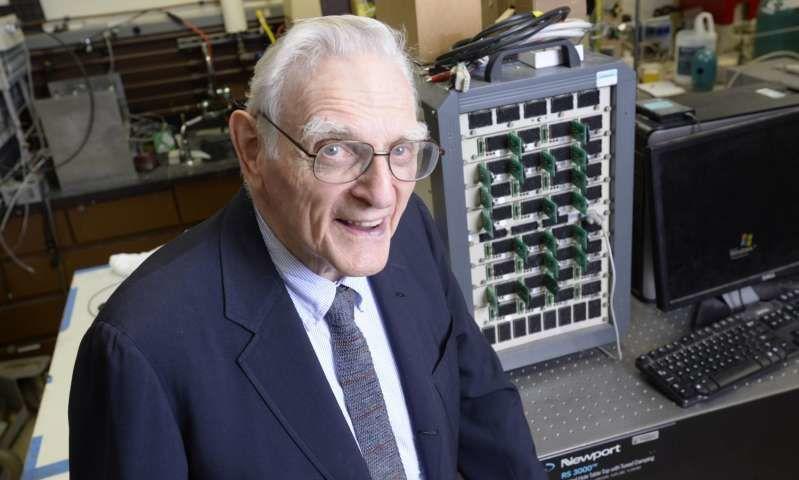 مخترع بطاريات الليثيوم - ايون يطور تقنية جديدة لبطاريات سريعة الشحن غير قابلة للاشتعال
