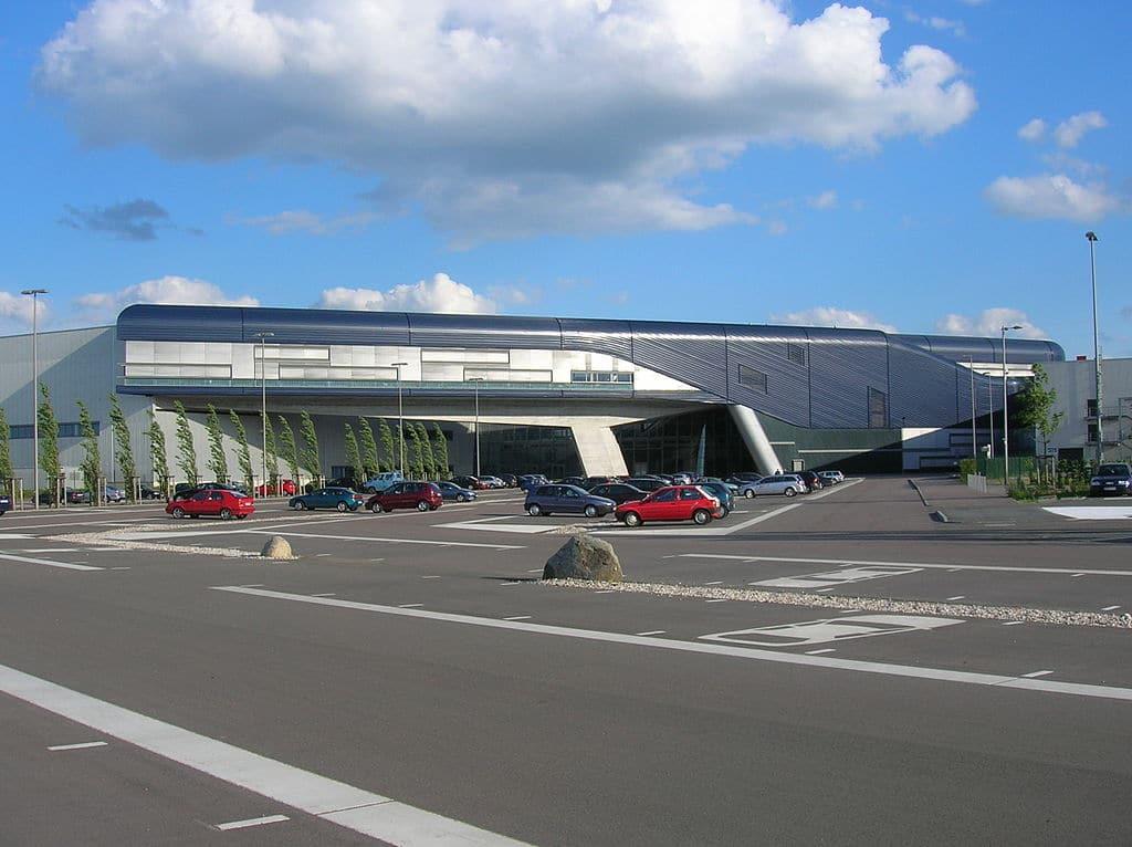 مبنى بي ام دبليو في لايبزغ ألمانيا من تصميم زها حديد