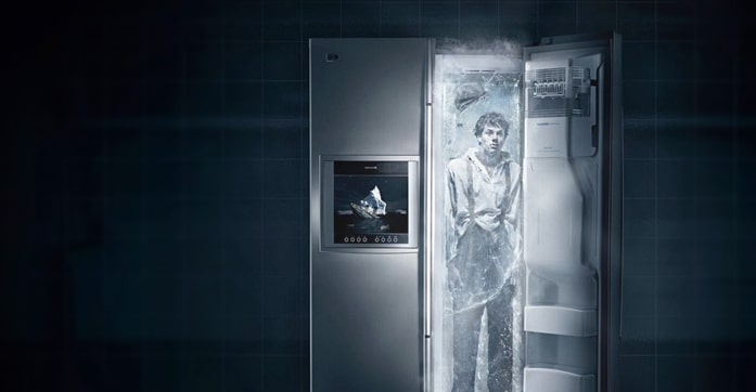 هل يساعد فتح الثلاجة في الغرفة على تبريدها؟
