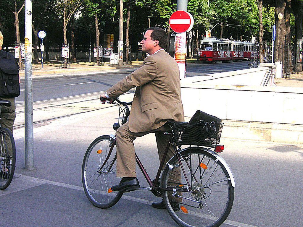 من اخترع الدراجة الهوائية؟