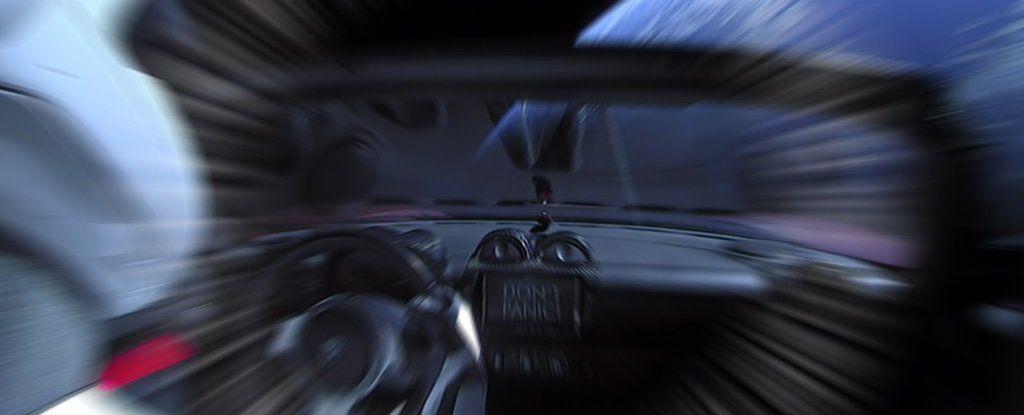 لا تهلعوا! هناك احتمال أن تتوجه سيارة إيلون ماسك للارتطام بالأرض