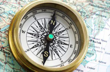 كيف تخبرنا البوصلة باتجاه الشمال عندما نكون في القطب الجنوبي للأرض القارة القطبية الجنوبية المجال المغناطيسي للأرض ناحية الشمال