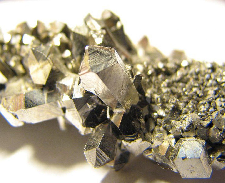 معلومات وحقائق عن عنصر النيوبيوم (العنصر الحادي والأربعون)