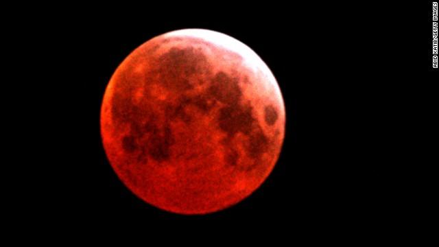 ما هو القمر الدموي؟