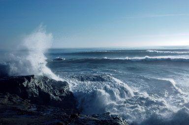 لماذا لا تسبب الشمس ظاهرة المد والجزر تأثير القمر على حركات المد والجزر الموجات البحرية مياة البحار والمحيطات دوران الأرض