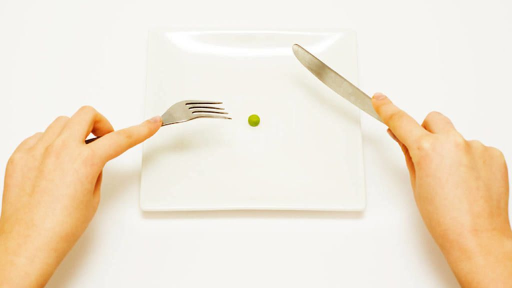 كيف تأكل كمية أقل من الطعام؟
