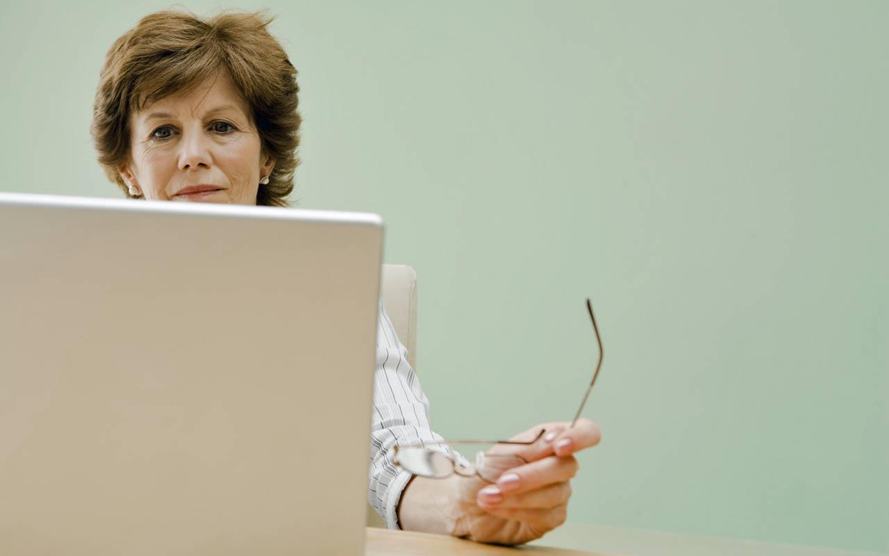 هل يستمر كبار السن العازبون في عملهم إذا لم يجدوا حافزًا غير المال؟ - لماذا يفضل العازبون التقاعد في وقت متأخر من عمرهم - لما قد يرغب شخص ما بالعمل