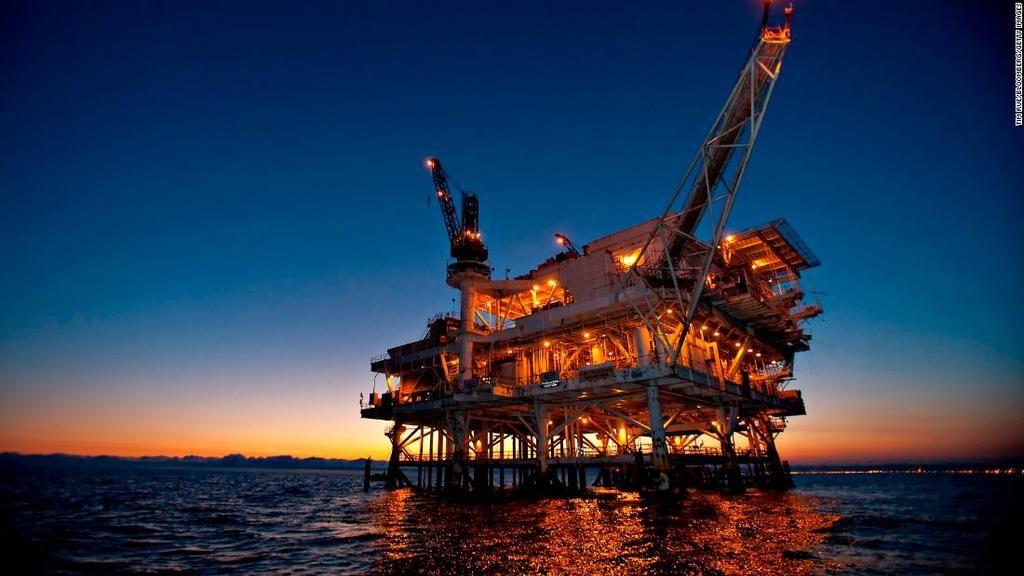 كيفية التنقيب عن النفط كيفية استخراج النفط الاستخلاص الآبار النفطية الزلازل طبقات الأرض الحفر تدفق النفط تحت السطح البترول