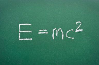 ماذا تعني معادلة أينشتاين الشهيرة ماهي معادلة أينشتاين المشهورة المادة الطاقة الكتلة مربع سرعة الضوء الطاقة الحركية الطاقة النووية
