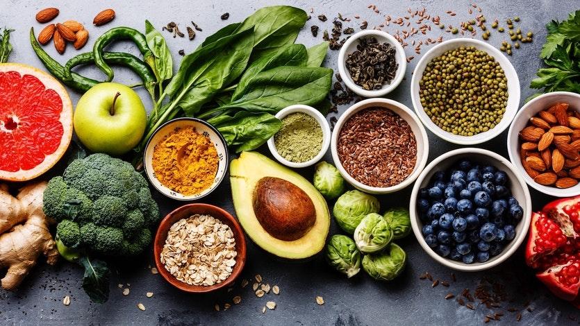 الحمية الملائمة لمرضى الداء السكري - ما هي الأطعمة التي يجب على مرضى السكري تجنبها - ما الأطعمة المفيدة للمصابين بالسكر - ارتفاع السكر في الدم