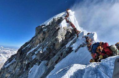 لماذا يموت الكثير من الناس في تسلق جبل إيفرست المشاكل التي يمر بها متسلقو الجبال عند تسلقهم قمة جل إيفرست الوذمة الدماغية