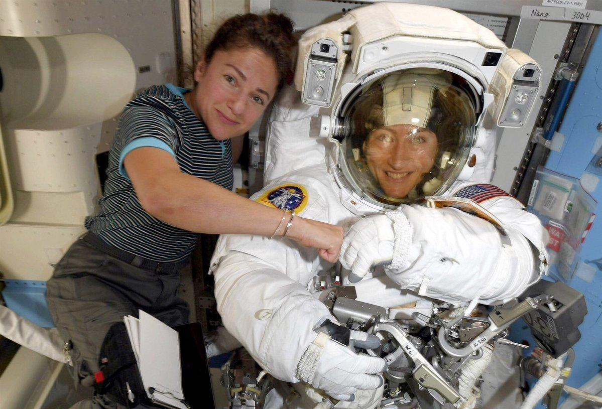 ناسا تصنع التاريخ: أول مهمة مشي في الفضاء الخارجي تقوم بها نساء فقط - مهمة فضائية تقودها رائدات فضاء - نساء يحلقن إلى الفضاء