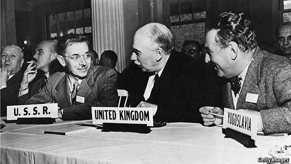اتفاقية بريتون وودز Bretton Woods Agreement نظام النقد الدولي الجديد ربط العملات العالمية بالدولار الامريكي قيمة سعر الذهب