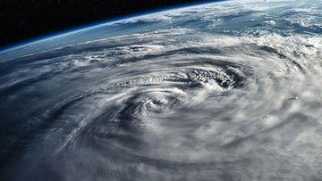 كيف تتكون الأعاصير المدارية كيف يتشكل الإعصار المداري نصف الكرة الشمالي المحيط الهادئ الشمالي آثار الأعاصير المدارية على مياه المحيط