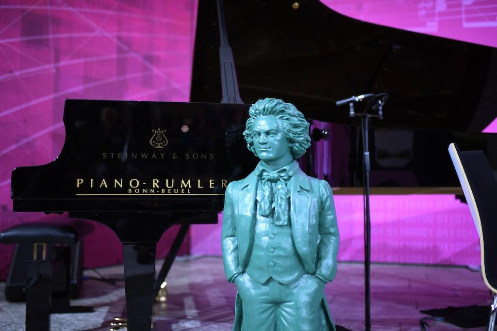 تمثال لبيتهوفن- الموسيقى الألماني الأشهر- للفنان الألماني اوتمار هويرل Ottmar Hoerl