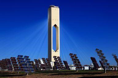 يُعد (Planta solar 10) أول برج تجاري للطاقة الشمسية المركزة ويعمل بالقرب من إشبيلية في الأندلس بإسبانيا، فكيف يعمل؟