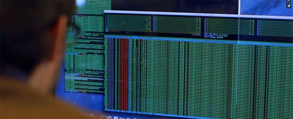 علماء يخزنون فيلم و نظام تشغيل و بطاقة هدايا امازون على جزء