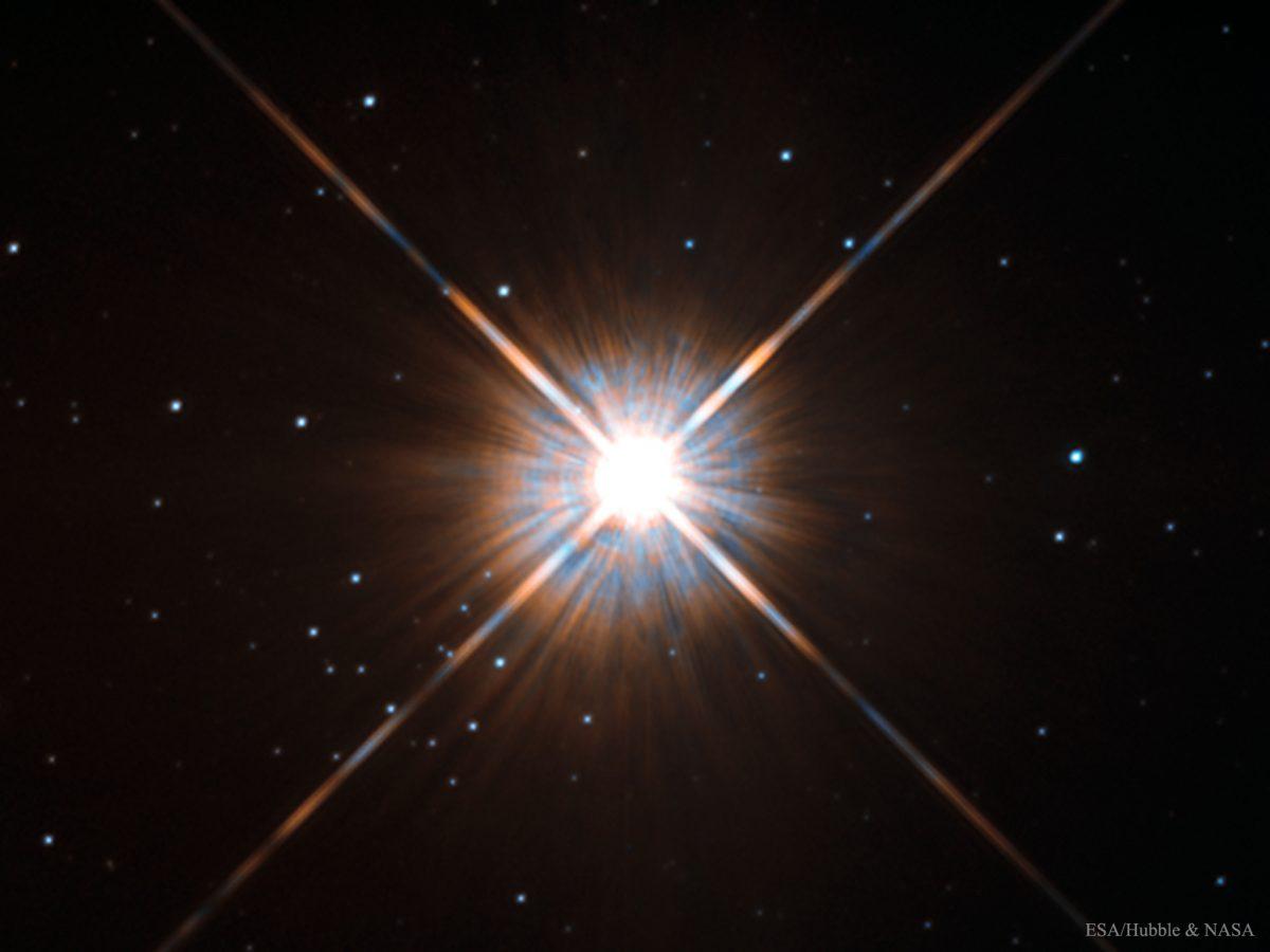 وصف الصورة: نجم قنطور الأقرب Proxima Centauri، أقرب نجم لشمسنا، يبعد 4.25 سنة ضوئية عن الأرض