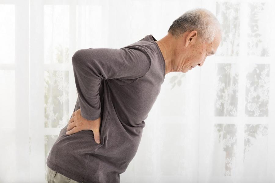 تضيق النخاع الشوكي القطني: الأسباب والأعراض والتشخيص والعلاج - ألم الظهر عن الأشخاص الكبار في العمر - آلام أسفل الظهر عند كبار السن