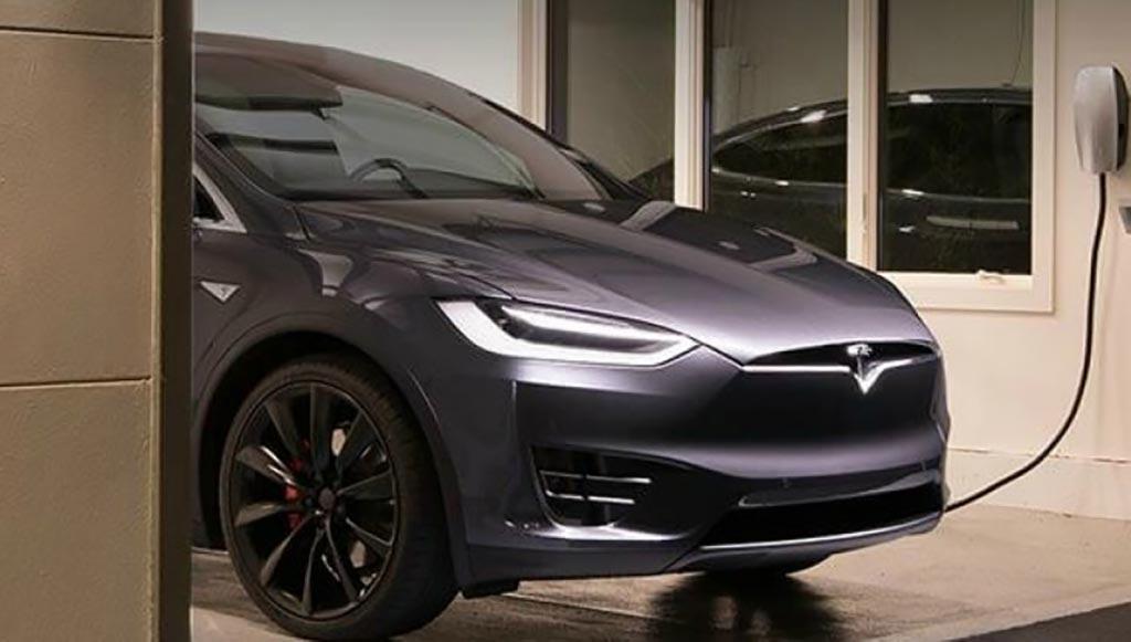 شركة تخترق سيارة تيسلا لتجعلها تعمل بالهيدروجين