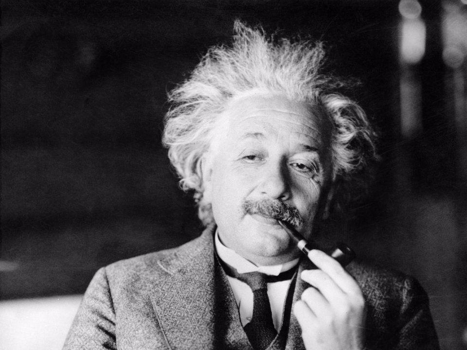 ماذا قصد أينشتاين عندما قال أن الله لا يلعب بالنرد؟