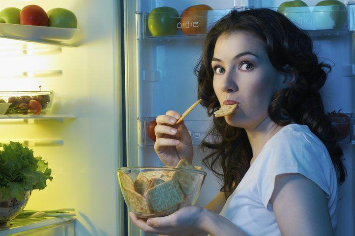 تناول الطعام في وقت متأخّر قد يؤذي قلبَك