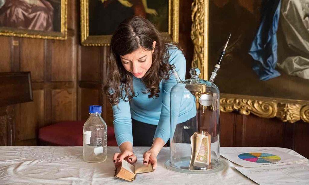 ما هي رائحة الكتب القديمة؟ حفظ رائحة الكتب كجزء من التراث