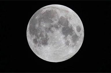 عمر القمر