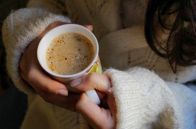 دراسة تقترح وجود رابط بين شرب القهوة و سرطان الرئة المدخنون الذيين يشربون القهوة والشاي المدخنين سرطان الثدي سرطان القولون