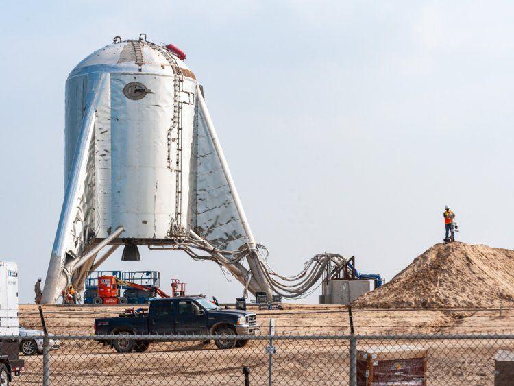 صورة للنموذج الأولي لمركبة SpaceX المسماه بـ (Starhopper rocket ship).