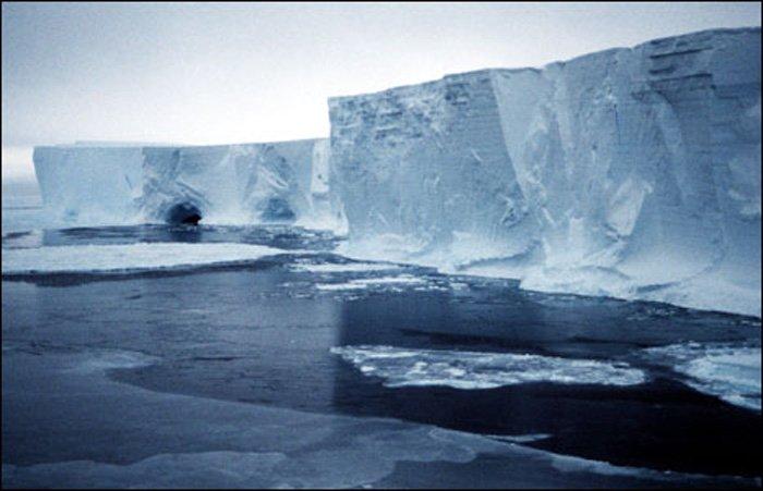ناسا تصور تصدعا ضخما في القطب الجنوبي !