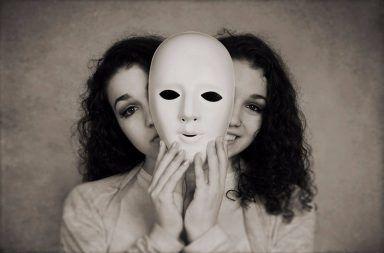 الاضطرابات التفارقية أو الاضطرابات الانشقاقية انقطاع الاتصال عن الاخرين وعن العالم المحيط بك أو عن نفسك الشعور بالانفصال عن اضطراب الشخصية الفصامي الواقع