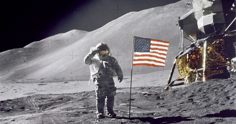 لماذا كان نيل آرمسترونغ أول رجل وصل إلى سطح القمر ؟