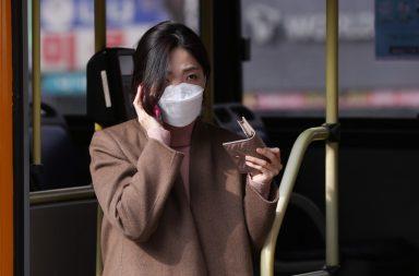 ارتداء الكمامة ليس تدبيرًا وقائيًّا ناجعًا ضد فيروس كوفيد-19، فما الحل؟ - بعد انتشار فيروس كورونا الجديد (كوفيد-19) في أكثر من 40 دولة في أنحاء العالم