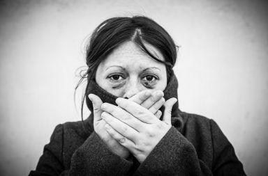 المساعدة بعد الاغتصاب الاعتداء الجنسي فعل جنسي لا يوافق عليه الشخص، أو يُجبر عليه ضد رغبته ماذا يجب على الفرد فعله بعد التعرض للاغتصاب