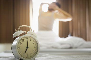 لست بومة الليل ولا عصفور الصباح هناك نوعان آخران من أنماط النوم ما هي أنماط النوم المعروفة النعاس في النهار وعدم القدرة على النوم في الليل