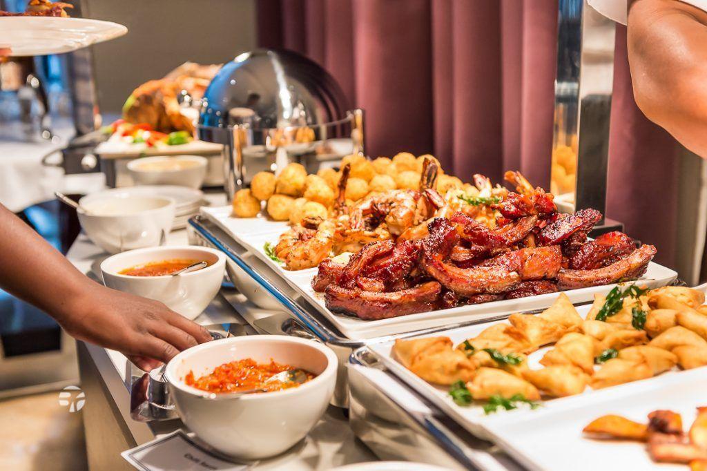 جميعنا يحب البوفيه ولكن المثير للاهتمام لماذا أصحاب المطاعم يحبون البوفيه أكثر منا؟