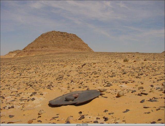 انتشار وبعثرة الأحجار السوداء المتكونة إلى أماكن متفرقة