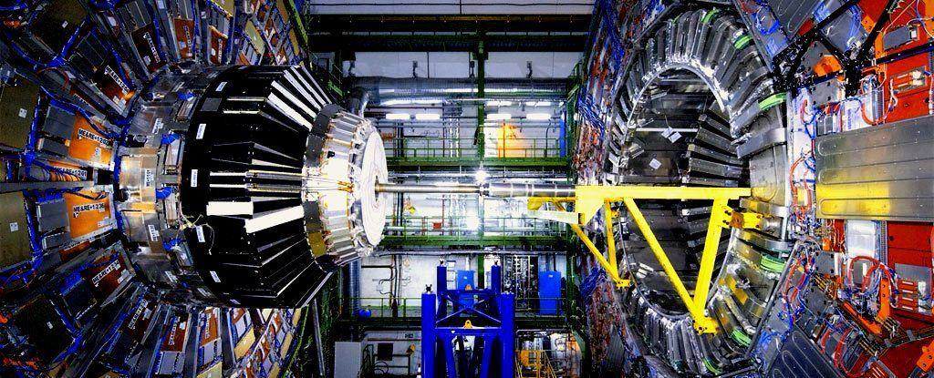 ما تزال الشذوذات في مصادم الهادرونات الكبير تشير بقوة إلى فيزياء جديدة