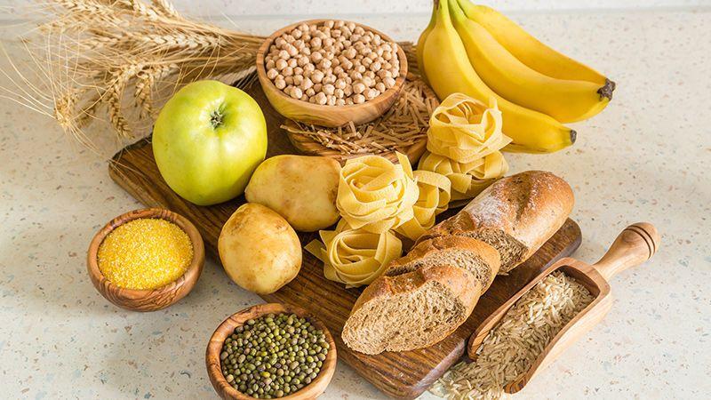 تعريف الكربوهيدرات أنواع الكربوهيدرات الألياف السكريات السكر النشويات البروتينات الخبز الحليب المؤشر الغلايسيمي صحة القلب