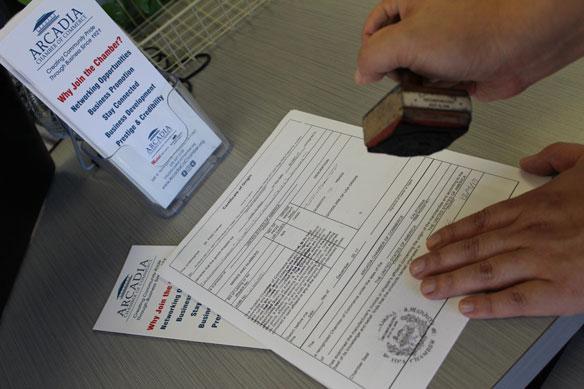 شهادة المنشأ وثيقة تصدر عن الدولة المصنعة لسلعة ما مرتبطة بالسلعة ووجهتها والدولة المصدرة لها صيغة معيارية عالمية لشهادة المنشأ