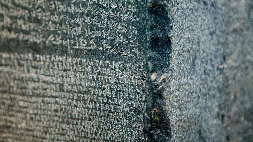 حجر الرشيد والكشف عن أسرار الكتابة المصرية القديمة