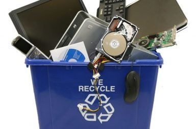 ما معنى تدوير النفايات الإلكترونية إعادة تدوير الأجهزة الإلكترونية التالفة كالحواسيب الشخصية وأجهزة التلفاز والبطاريات الثلاجات