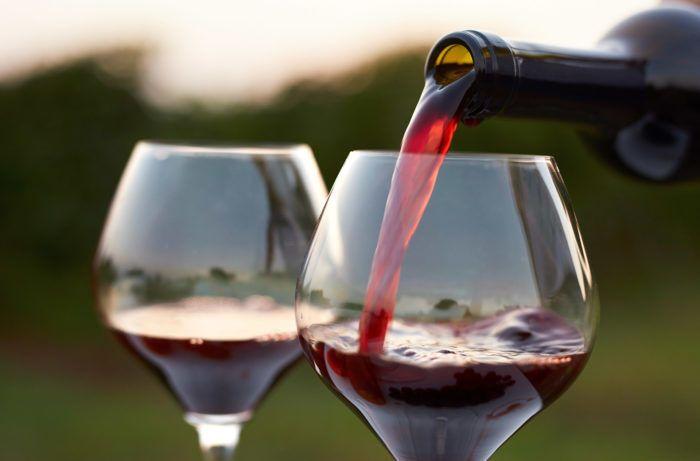 النبيذ الأحمر لمعالجة الإجهاد والتوتر فوائد مركب الريسفيراتول الموجود في النبيذ الأحمر فوائد شرب النبيذ إنزيم يرتبط بالتحكم في الإجهاد في الدماغ