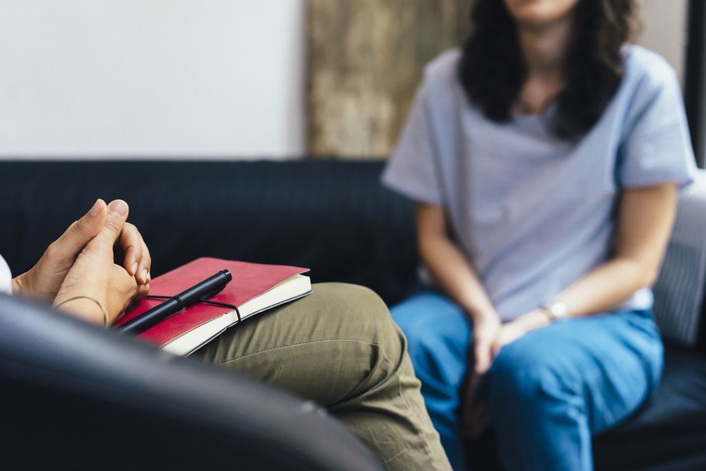 بعض النصائح التي تساعدك في اختيار المعالج النفسي المناسب على أي أساس يجب أن تختار المعالج النفسي علاج الاضطرابات النفسية العلاج النفسي